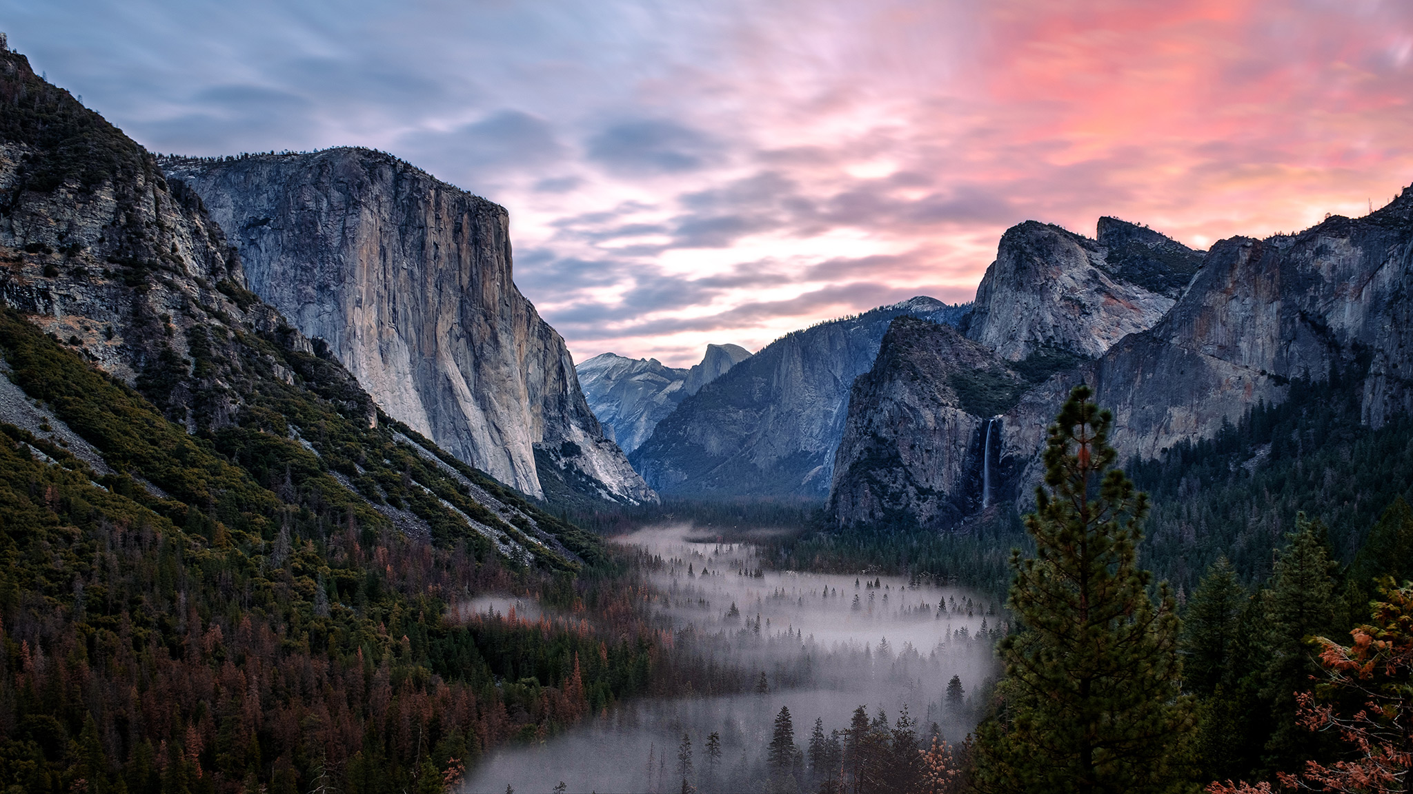 Sunrise at Tunnel View, Yosemite National Park.